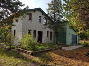 One block from the Beach - Lions Head  $289,000