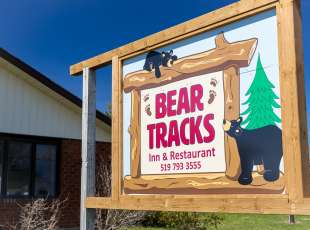 Bear Tracks Inn & Restaurant