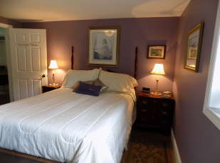 Lavender Room - queen bed